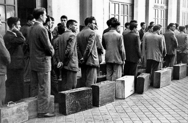 espana immigrants during franco.jpg