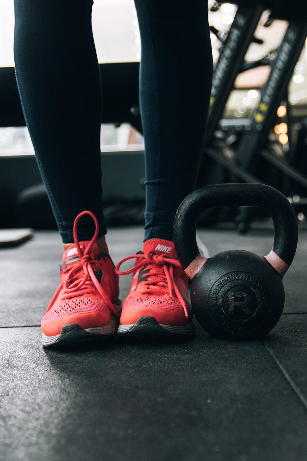 runner lifting kettlebell