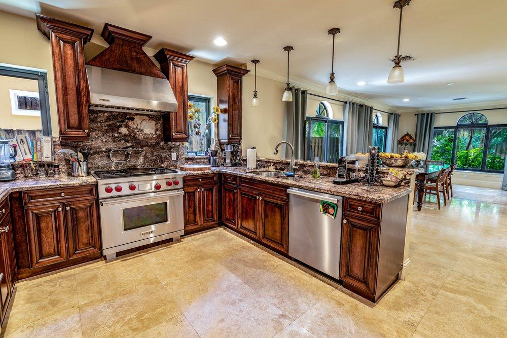007 Kitchen.jpg