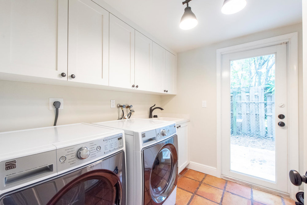 824 SE 8th St Fort Lauderdale-large-008-6-Laundry Room-1499x1000-72dpi.jpg