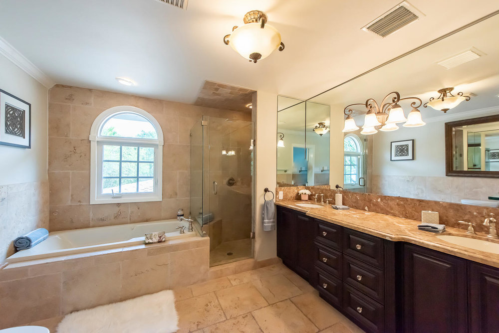 824 SE 8th St Fort Lauderdale-large-012-25-Master Bath-1499x1000-72dpi.jpg