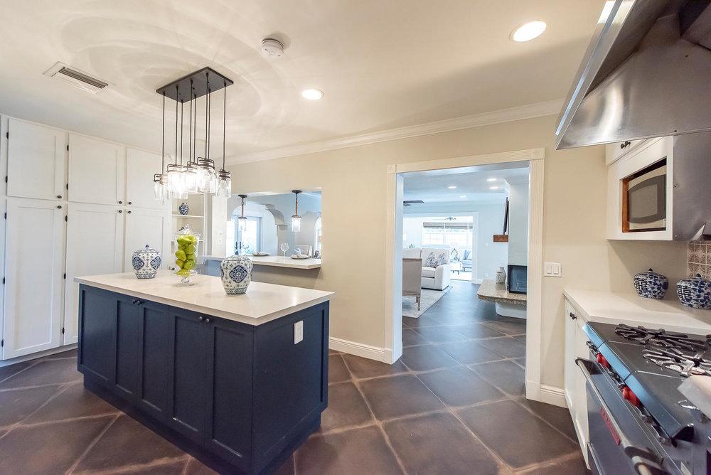 824 SE 8th St Fort Lauderdale-large-023-14-Kitchen-1499x1000-72dpi.jpg