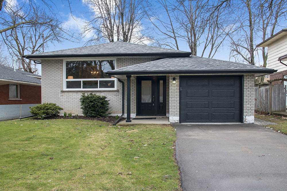 17 Silvercrest Dr - $599,000 (SOLD)