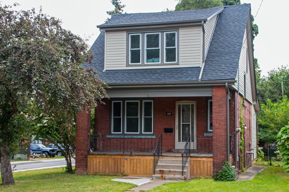 217 Balmoral Ave S - $529,000 (SOLD)