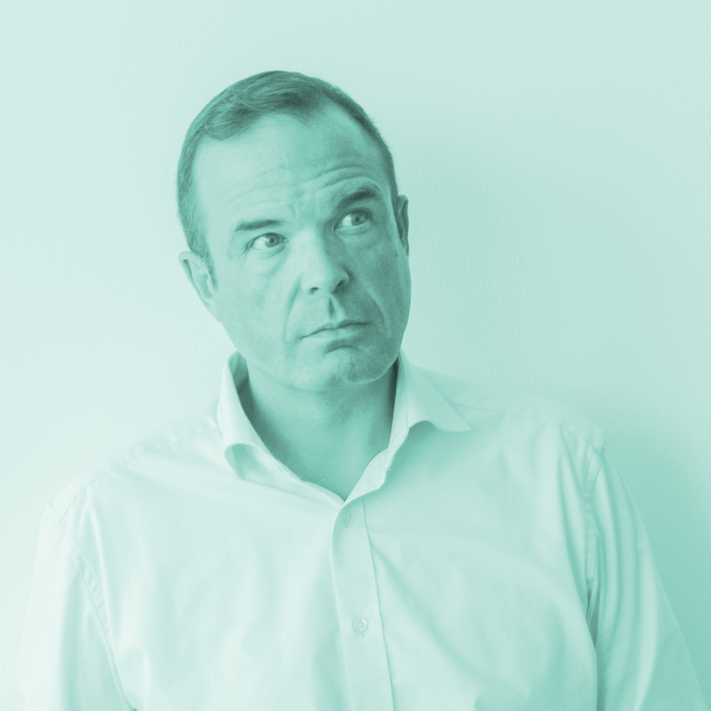 """roger cericius - Roger Cericius bezeichnet sich selbst als """"hannoversches Gewächs"""": 1970 geboren, wuchs er in der hannoverschen Südstadt auf. Zunächst war er im NDR als Reporter und Moderator tätig, später als Kulturredakteur und Programmplaner und schließlich als Leiter der Öffentlichkeitsarbeit im NDR-Landesfunkhaus Niedersachsen. 2006 wechselte er zur Gründung des Bereichs Unternehmenskommunikation zu den VGH Versicherungen und leitet heute die Unternehmensberatung futurX."""