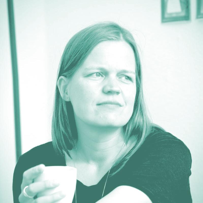 dr. sandra bils - Sandra Bils ist promovierte Theologin, Autorin und Teil des Kernteams von KirchehochZwei.Sie denkt Kirche und Organisationen gerne abseits von klassischen Strukturen und Formen und hat eine Vorliebe für digitale Kommunikation, Wein, gutes Essen und Kultur.