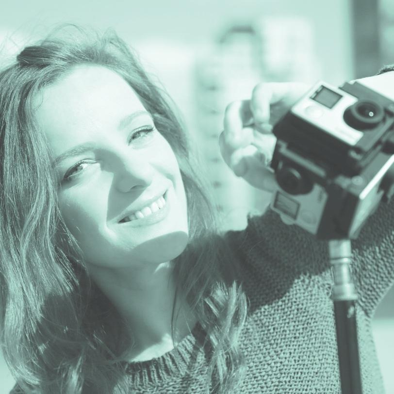 christiane wittenbecher - Zwischen IS-Terroristen im Irak, an der Frontlinie in der Ostukraine, im Sturm auf einem Rettungsboot: Christiane Wittenbecher ist leidenschaftliche Reporterin und zieht mit Video- und 360°-Kamera am liebsten dahin, wo die wichtigen gesellschaftlichen Fragen verhandelt werden. Sie gehört zu den führenden und erfahrensten VR-Journalisten Deutschlands und profitiert dabei von ihrer langjährigen Erfahrung als Videojournalistin.