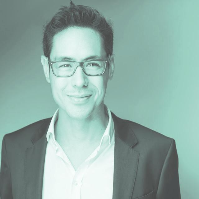 klaus motoki tonn - ist Gründer von Agenturen, Berater und Forscher für Digitales und Innovation. Er hat das interdisziplinäre Format sh|ft ins Leben gerufen und damit einen viel beachteten Diskurs über Digitalität, Ethik & Kultur initiiert.