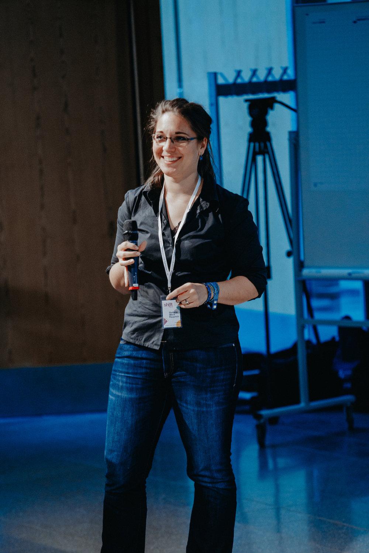 Stefanie Weck-Rauprich von  Xpreneurs  nahm uns bei der  sh|ft  mit hinein in die Idee von Holakratie.