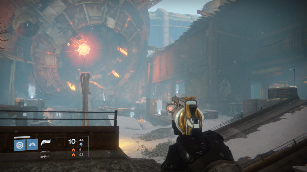 Wide Open View - One of Destiny's biggest strengths is its beautiful and detailed environments. Rather than compete with or obscure the view, we designed the HUD to only reveal informational elements as needed. What did stay up, remained legible from a sofa, while keeping the view open.