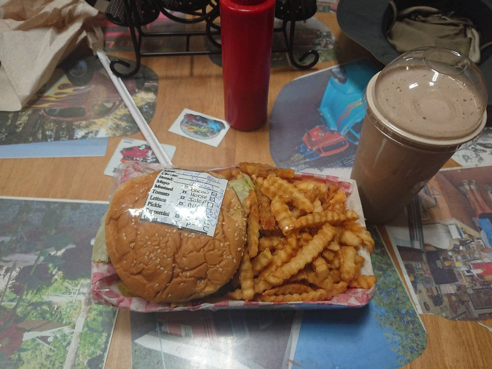 My lunch was a massive 1lb Gutbuster Burger with fries, it was delicious
