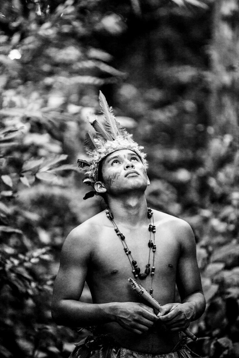 XI. AMAZON, INDIOS