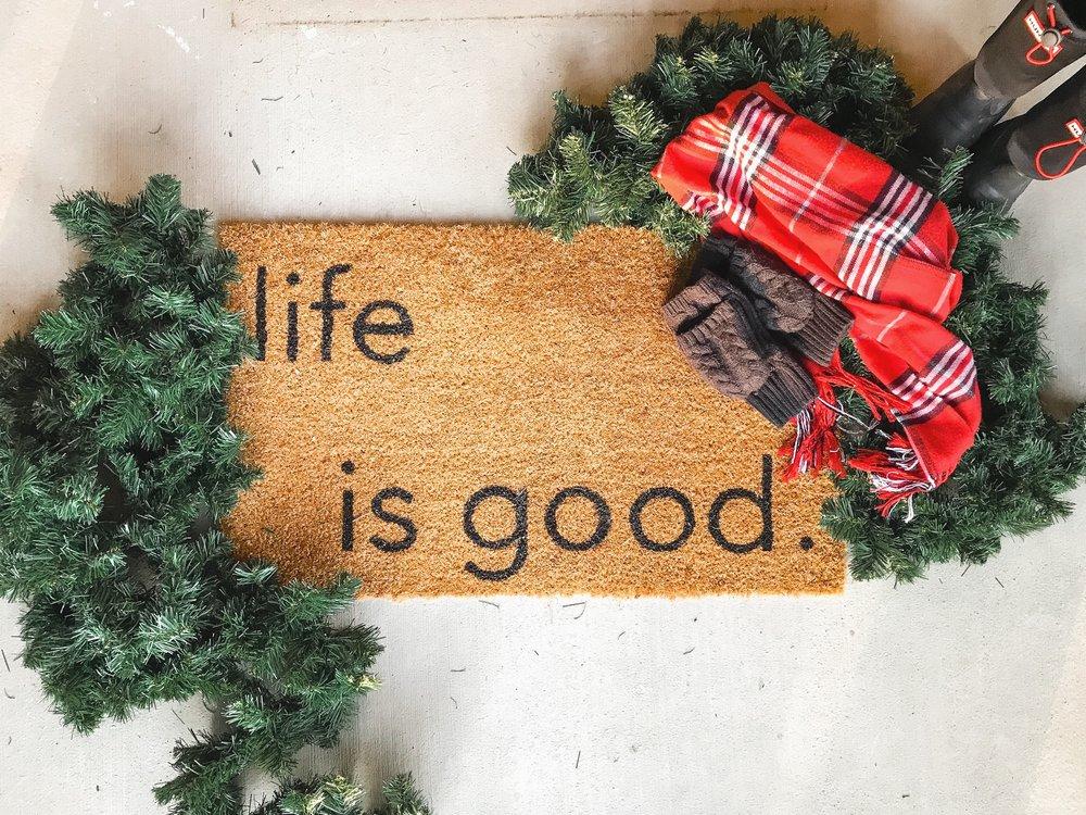 how-to-make-a-diy-doormat-homemade-christmas-gift.jpg