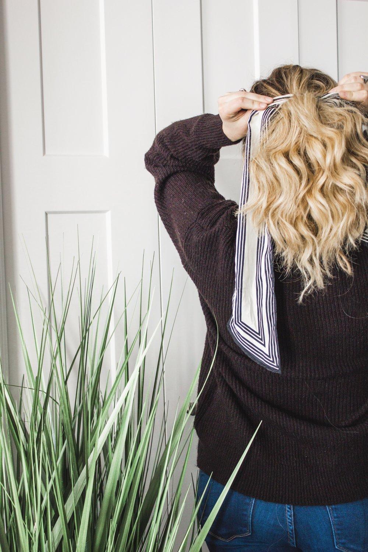 3-Ways-to-Tie-a-Silk-Scarf-in-Your-Hair-08.jpg
