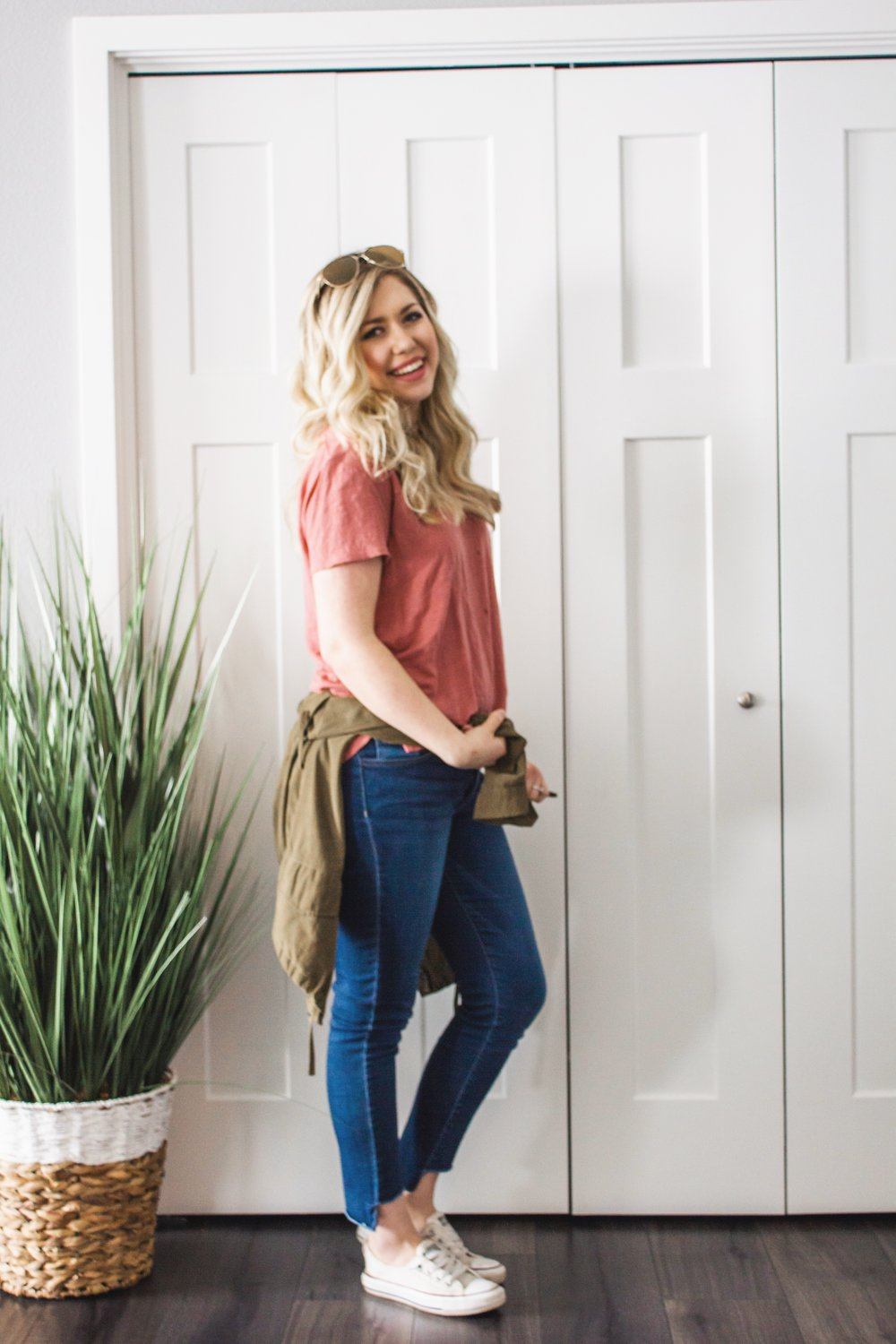 casual-jeans-and-tee-outfit-spring-02.JPG
