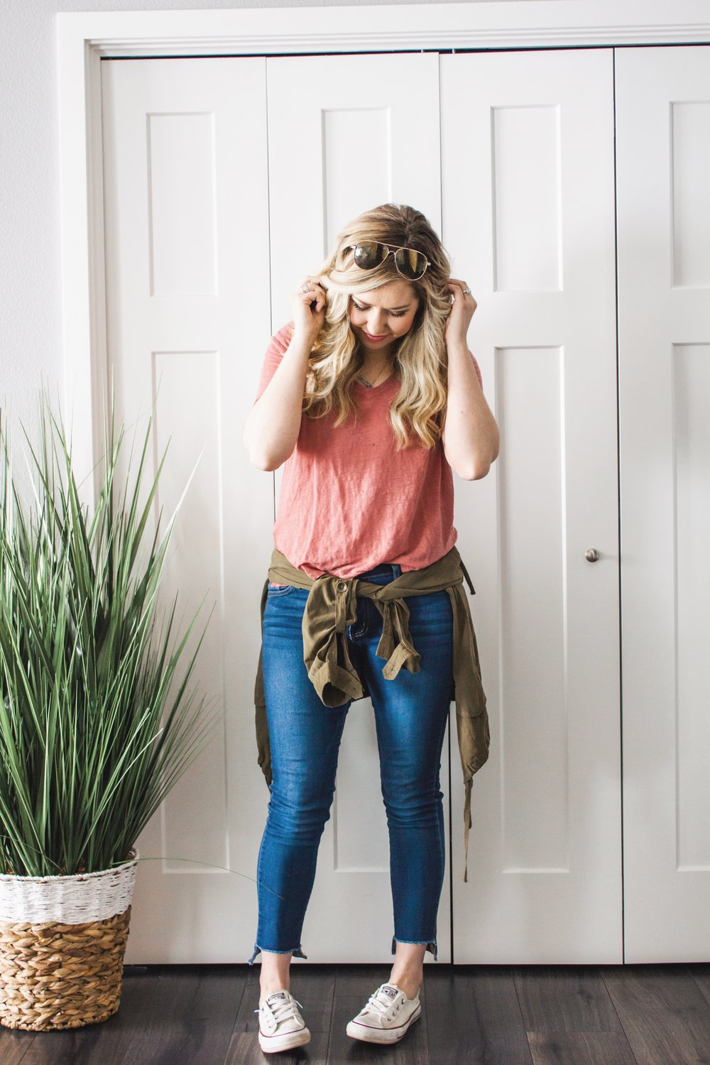 casual-jeans-and-tee-outfit-spring-03.JPG