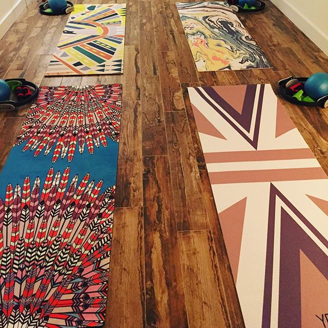Colorful mats make ab work less painful.  Don't they?? 🤔 Looking forward to Small Group Pilates Fusion tonight at 6:30pm - a colorful, core centered extravaganza! 🔥💕 #cleamae #pilatesfusion #mindbody
