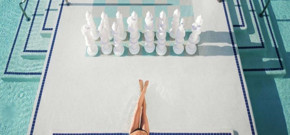 delano-las-vegas-lifestyle-delano-beach-club-chess.tif.image.1440.550.high.jpg
