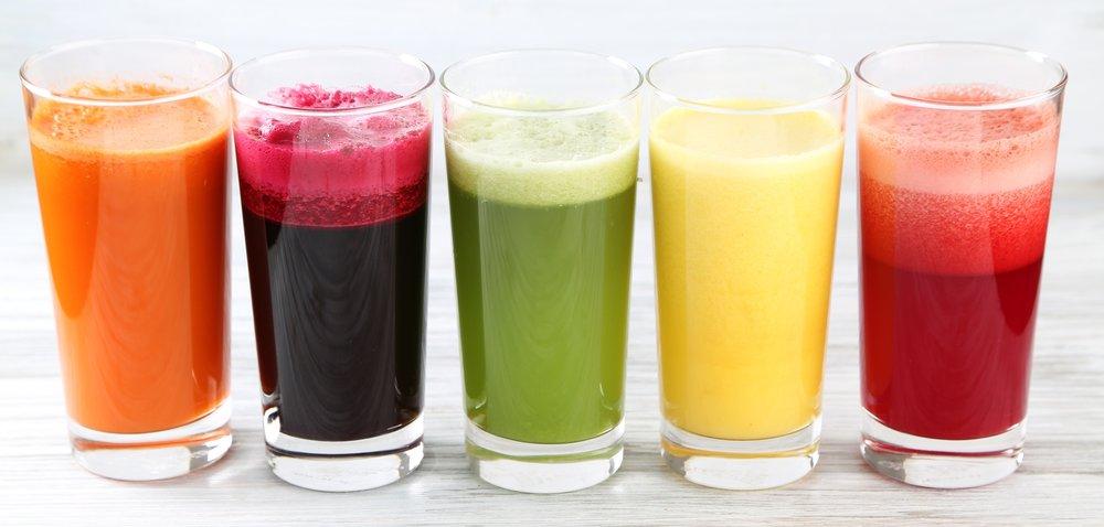 Friske juicer i alle regnbuens farver