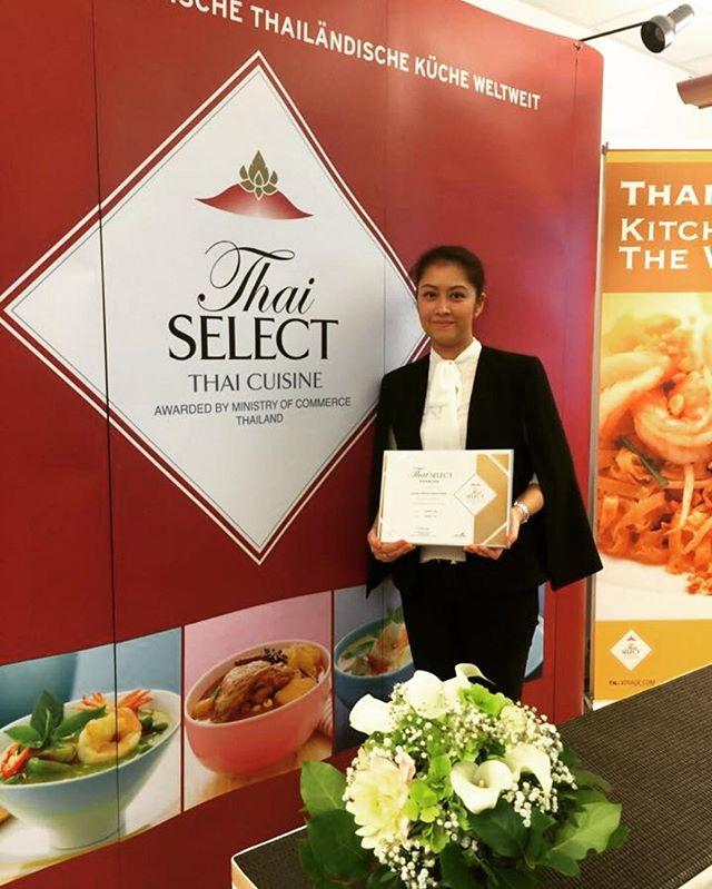 """Vielen Dank an Thai Select, den thailändischen Handelsministerium, DITP Frankfurt und dem thailändischen Konsulat Frankfurt für die Auszeichnung als eines von zehn """" Premium """" Thai Restaurants deutschlandweit. 🙏🙏🙏 #bangkokrestaurant#thaiselectpremium#frankfurt#germany#since1974#firstrestaurantinfrankfurt#madewithlove#thaifood#BangkokRestaurant#"""