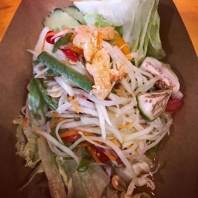 """"""" Som Tam """"  Papaya Salat mit Chilis, Limetten, Ersnüssen, Lang-Bohnen, Tomaten und getrockneten Shrimps Wir sagen nur lecker dazu und vieles mehr erwartet euch im Yard. See u there #yardfrankfurt#bangkok1974#yummy#thaifood#frankfurt#bangkokrestaurant1974#firstthairestaurantinfrankfurt#foodporn#foody#papayasalat#bkkthaistreetfood#"""
