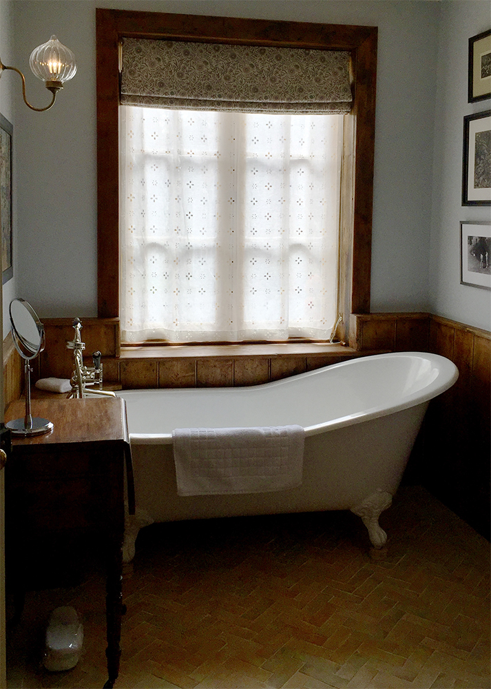 wiltshire bathroom 3 small.jpg