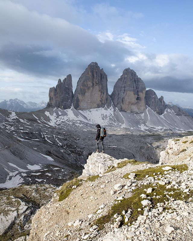 Tre Cime, what a location and what an adventure! We were going to stay overnight at Tre Cime so we brought our camping gear. I had a backpack of about 18 kilos and after a 2 hour hike we reached our final destination. A pretty intense but short storm struck Tre Cime and we set up camp in a cave. I slept with 2 garbage bags around my feet to keep them warm. I have to come back to this spot pretty soon because the light didn't really materialise. • • #watchthedrone #droneoftheday #dronestagram #dronegear #beautifuldestinations @beautifuldestinations #djiglobal #moodygrams #gramslayers #hpow #naturelovers #ourplanetdaily #allnatureshots #artofvisuals @artofvisuals #earthherpeople #earthfocus #earth_shotz #earth_deluxe #awesomeearth #artofvisuals #theIMAGED #travelgram #traveleurope #topeuropephoto #super_europe #living_europe #ourmoodydays #ig_italy