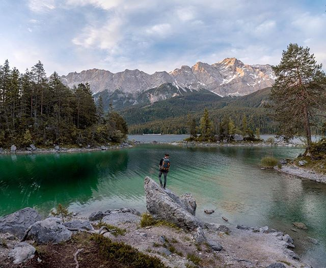An early morning at the Eibsee 🙏🏻. Sunrise is definetaly my favorite moment of the entire day. You get to see the first light, everything comes to life and if you are lucky you might spot some wildlife. When I was on @thealpineroadtrip I created a series of photos with me 'posing' in frame. Since I really liked the end result you'll see more frames like this one in the future! • • #watchthedrone #droneoftheday #dronestagram #dronegear #beautifuldestinations @beautifuldestinations #djiglobal #moodygrams #gramslayers #hpow #naturelovers #ourplanetdaily #allnatureshots #artofvisuals @artofvisuals #earthherpeople #earthfocus #earth_shotz #earth_deluxe #awesomeearth #artofvisuals #theIMAGED #travelgram #traveleurope #topeuropephoto #super_europe #living_europe #ourmoodydays #ig_italy