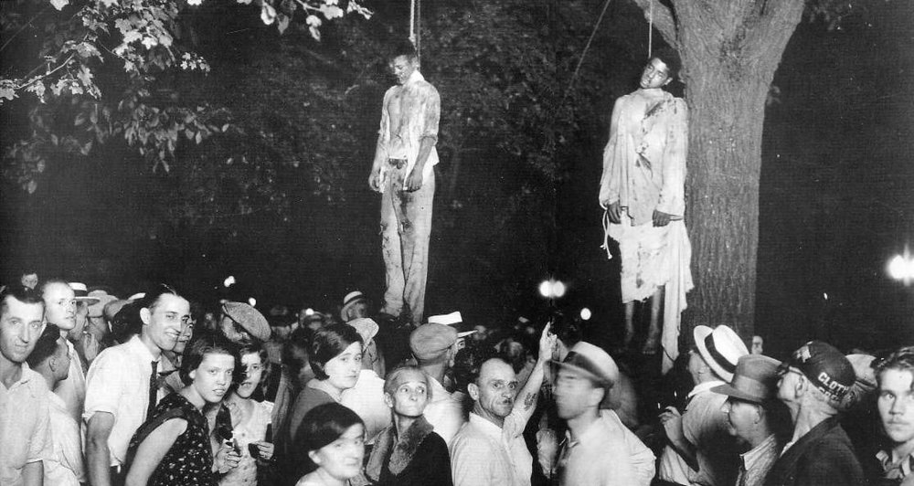 """Amerikkkan lynch mob back in the day: Say """"cheese"""""""