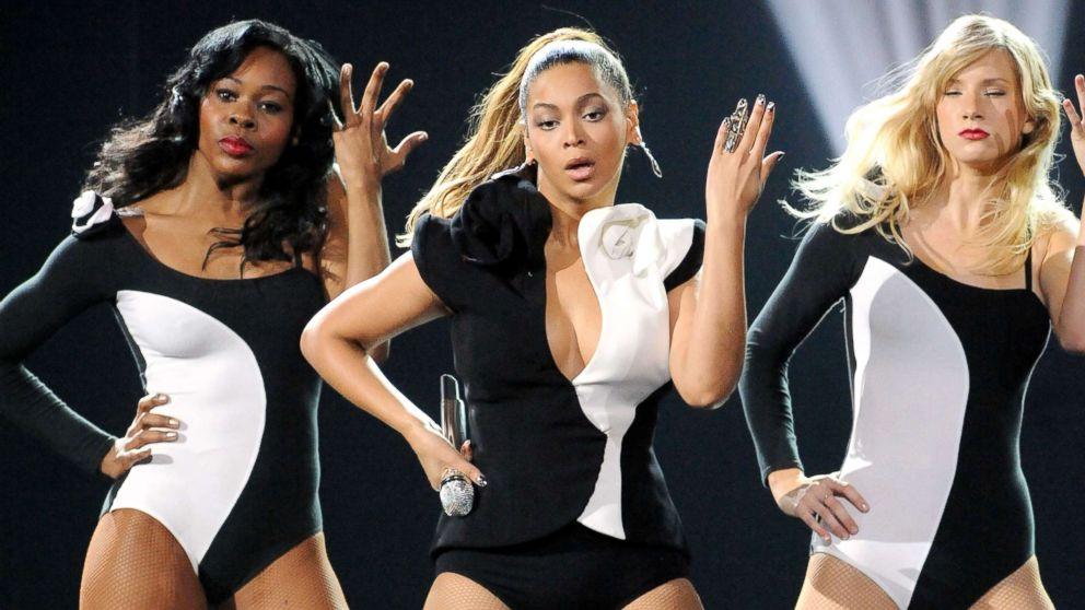 10 memorable American Music Awards performances -