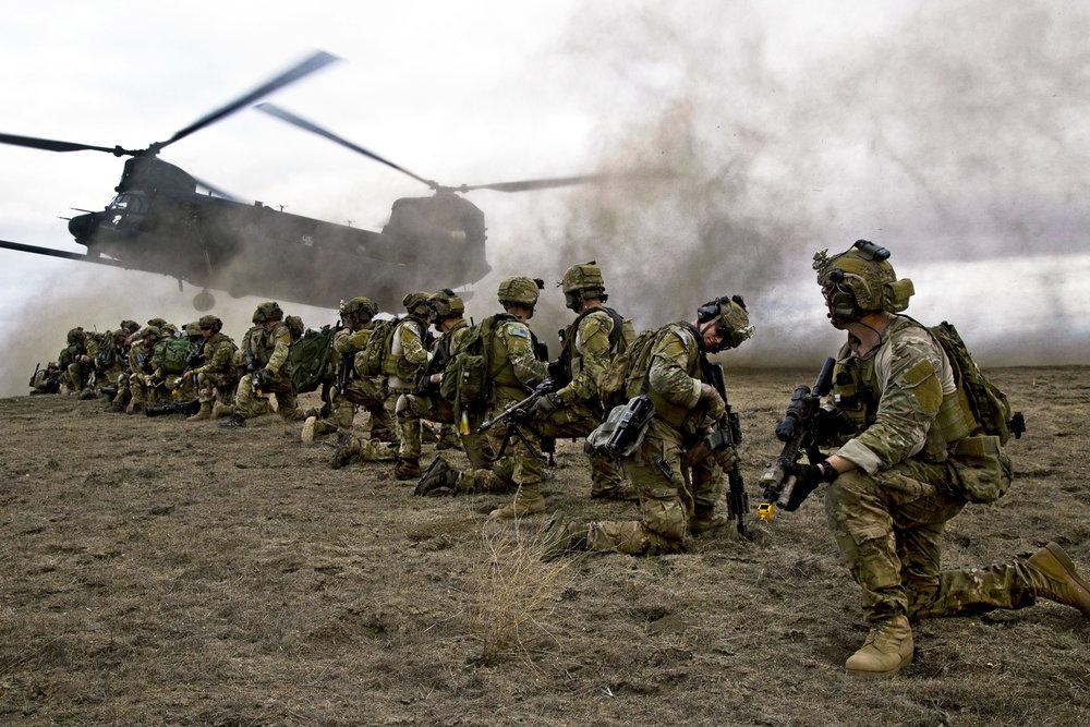 U.S._Army_Rangers,_assigned_to_2nd_Battalion,_75th_Ranger_Regiment,_prepare_for_extraction_on_Fort_Hunter_Liggett,_California,_Jan._30,_2014.jpg