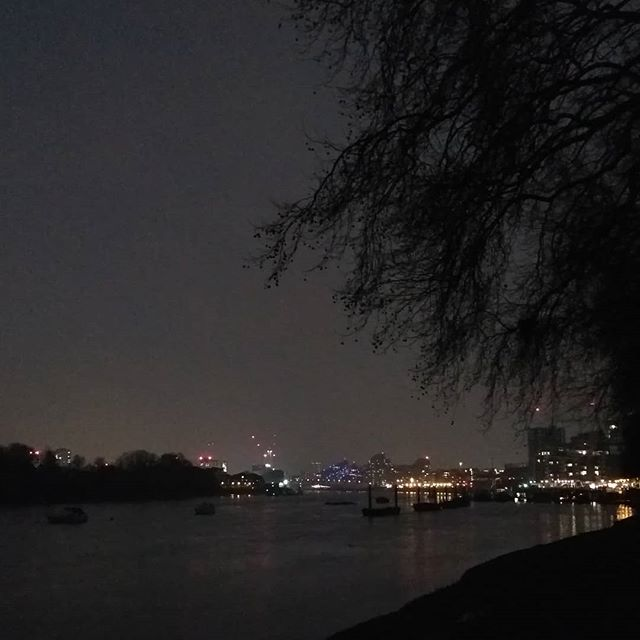 Thames looking very atmospheric tonight #misty #thames