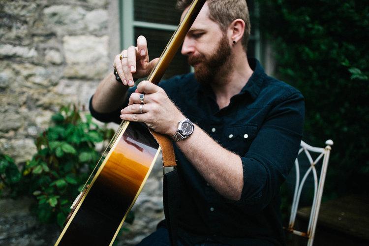 Tom Corneill guitar down