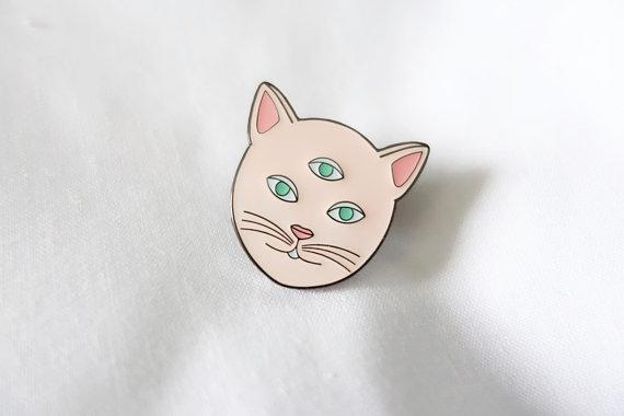 Pin's chat au trois yeux Leabidu en vente sur Etsy