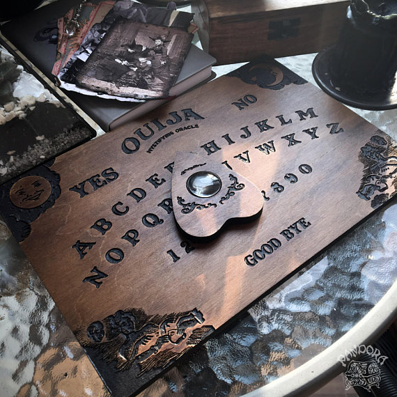 Planche Ouija classique PandoraWitchShop en vente sur Etsy