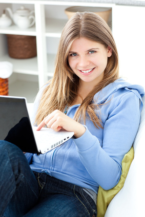 Fotolia_woman_laptop_5.jpg