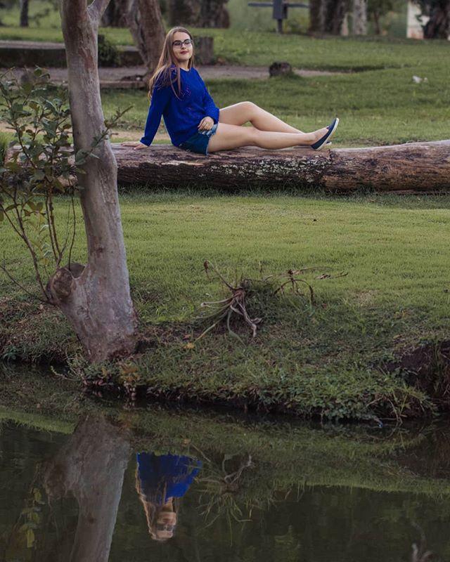Linda Cris 💜  Agende também seu ensaio! .  #ensaiofotografico #fotocomamor #correafotografia #debutante #15anos #quinzeanos  #debut