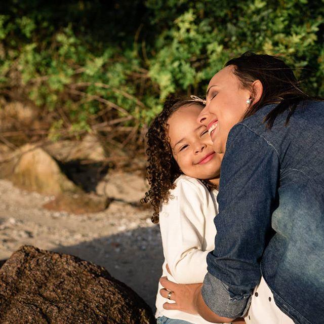 Amor maior não há 💜 . . #amordemae #maedemenina #ensaiofotografico #ensaiofamilia #correafotografia