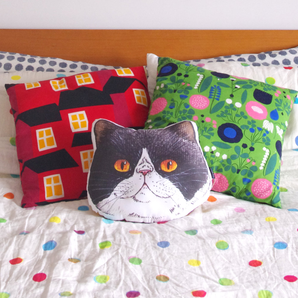 panko cushion large on bed.jpg