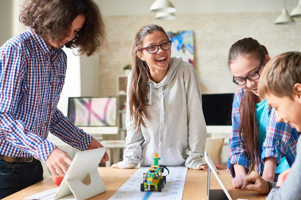 Leben ist Lernen - Unsere Vision ist es, einen Lern- & Lebensort zu schaffen, an dem nachhaltiges Lernen möglich ist. Wir wünschen uns eine Demokratische Schule für Ingolstadt. Dafür braucht es Vertrauen, starke Beziehungen und ehrliche Kommunikation. So, dass jeder Mensch an unserer Schule selbstbestimmt seinem ganz individuellen (Lern-) Tempo & (Lern-) Wegen folgen kann. Denn Leben ist Lernen.