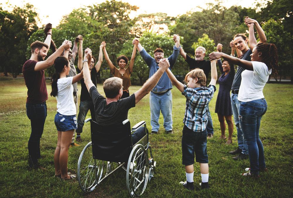 Wir wollen einen Ort, - ... an dem jeder um seiner Selbst geschätzt und geachtet wird und jeder eine Stimme hat.Durch eine Kultur der Kommunikation und des Vertrauens, kann sich jeder als Individuum wahrnehmen und erleben, wie er verantwortungsvoller Mitgestalter seiner eigenen Realität wird. Durch das demokratische Miteinander hat jeder die Möglichkeit sich aktiv an seiner Umwelt und in seiner Gemeinschaft zu beteiligen.