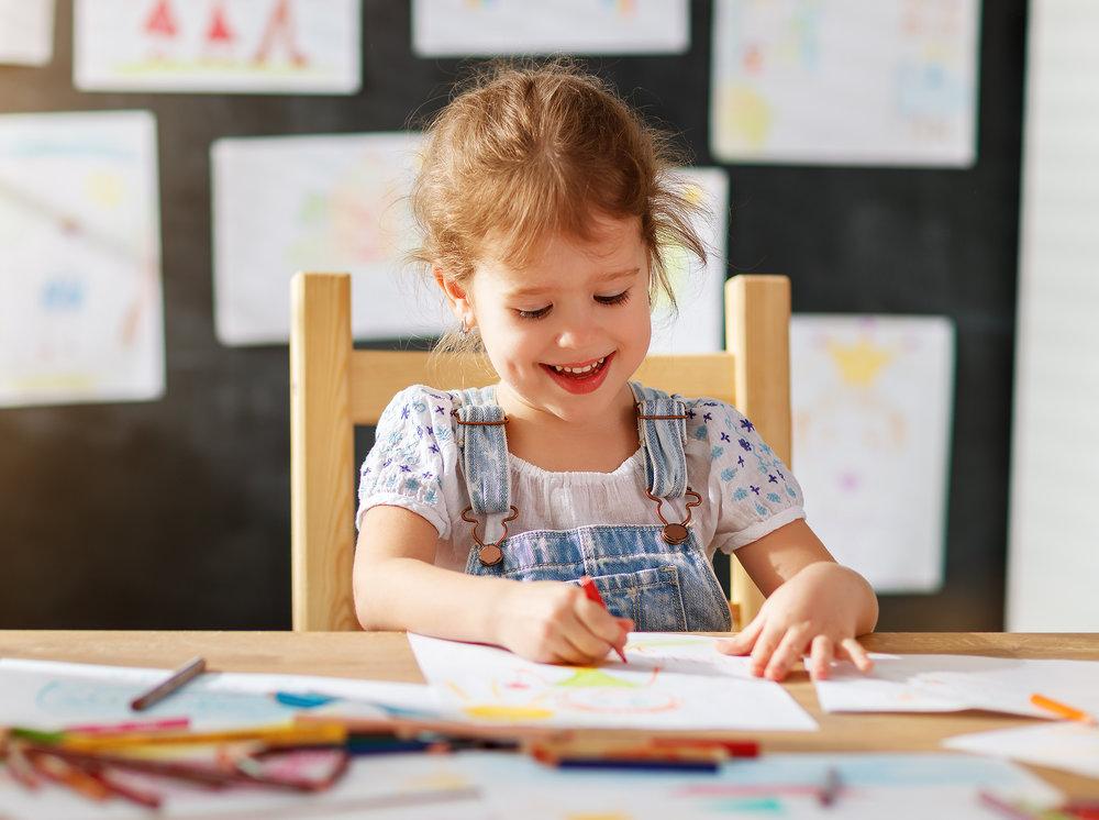 Wir haben die Vision, - .... einen Ort zu schaffen, der Lern- und Lebensort zugleich ist und an dem alle Sinne angesprochen werden.Leben und Lernen sind untrennbar miteinander verwoben – das Eine bedingt das Andere.Menschen allen Alters leben, lernen, essen, spielen, reden, lachen miteinander. Es findet keine Trennung der Lebenswelten statt.