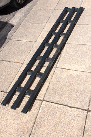 The length of trellis used to prise off the lead