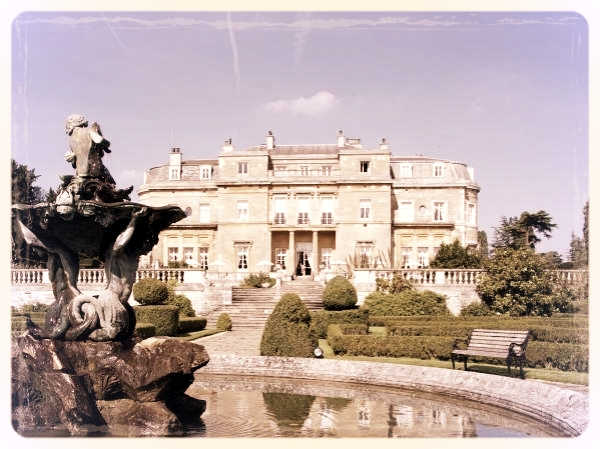 Luton Hoo - Looking for somewhere with grandeur as well as an atmosphere that is relaxed and welcoming? The luxurious Luton Hoo may just satisfy! This magnificent mansion house has been restored to it's former glory and offers over 15 rooms capable of holding your next top murder mystery night.