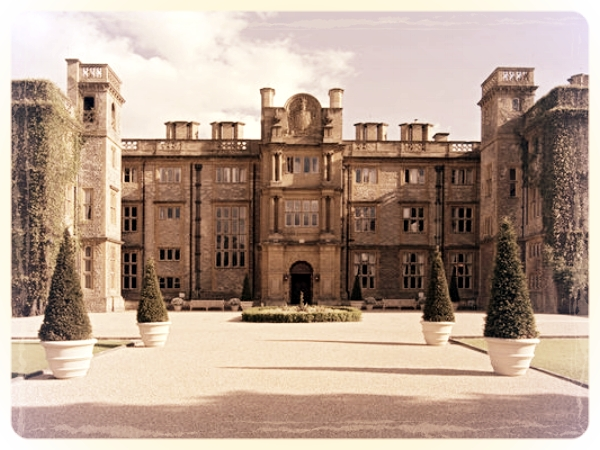 Eynsham Hall - Want an action packed murder mystery event in Oxfordshire? Try our high energy 007 Activity Day at the magnificent Eynsham Hall. The Grade II listed mansion is set in the very heart of Oxfordshire and destined to impress.