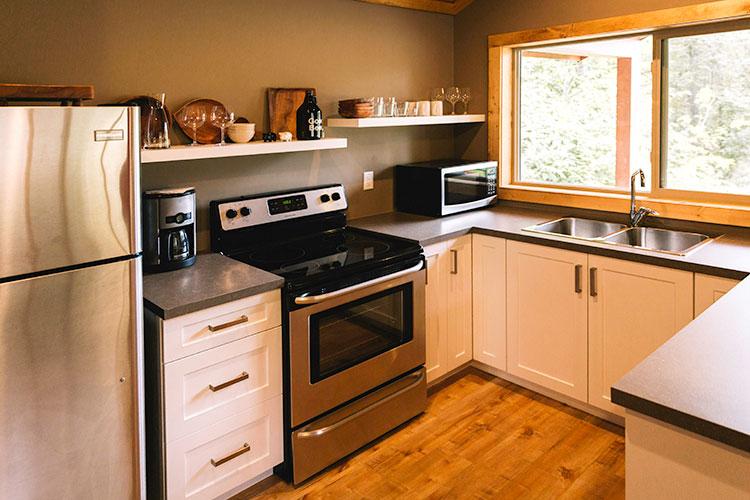 WHITE-LAKE-CABINS-studio-kitchen-11.jpg