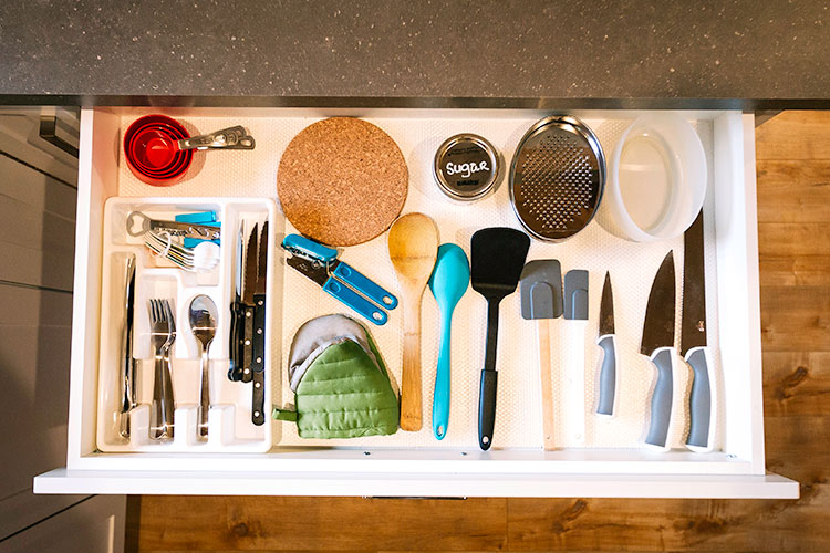 WHITE-LAKE-CABINS-general-kitchen-utensils-26.jpg