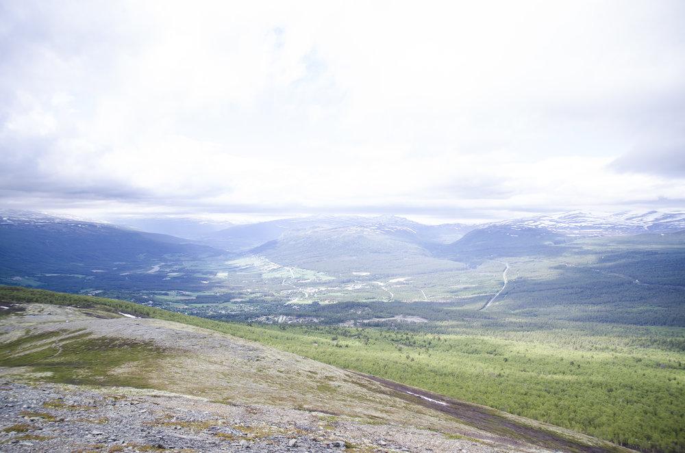 Utsikt fra Hjellehø over Dombås og Lesja.