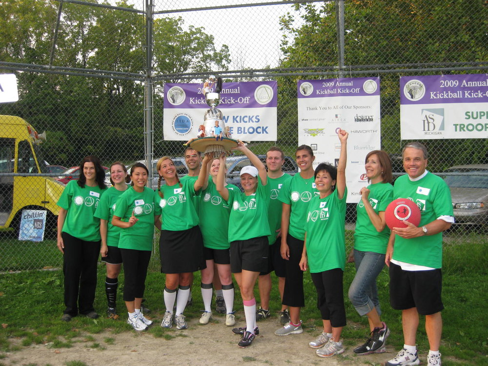 IIDATeam 2009 Holding up Trophy.jpg