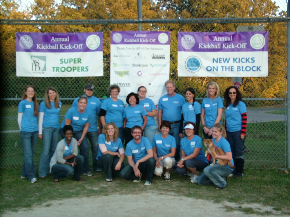 2010 Volunteers Kickball 593.JPG